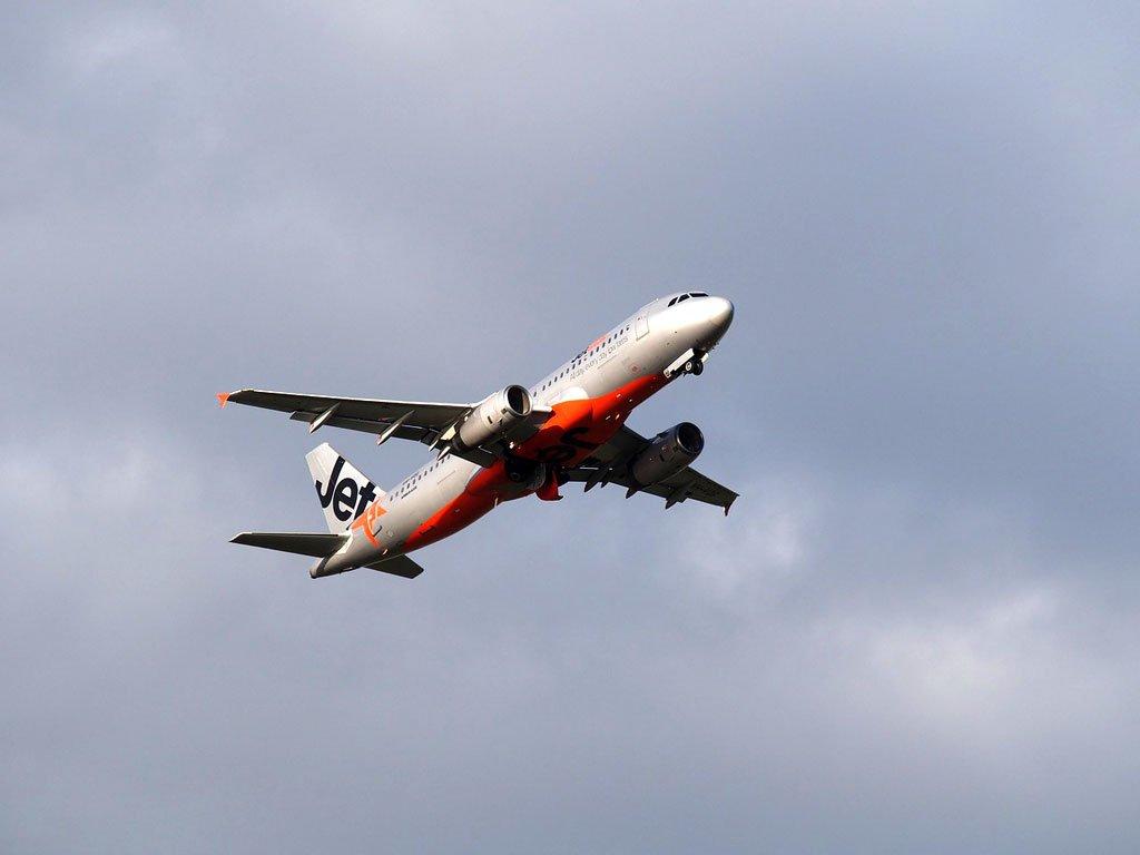 jetstar-airplane